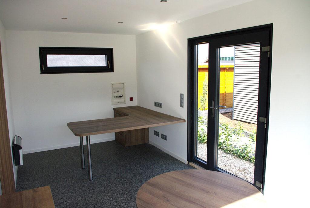 Büro im Garten von innen