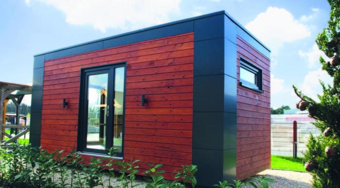 Gartenbüro aus Holz im garten