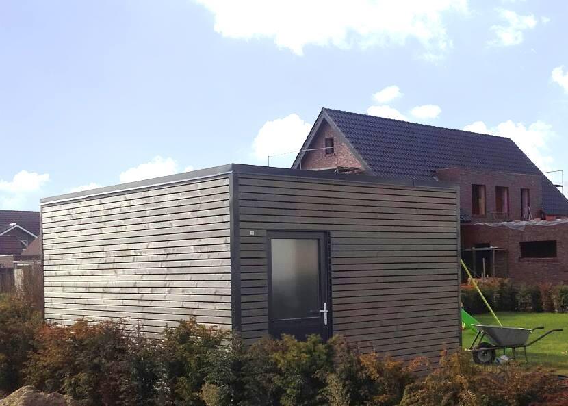 Ein Holzrahmenbau als praktischer Stauraum im Garten - So muss das!