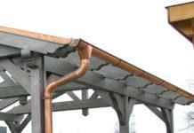 Kupfer-Dachrinne montiert