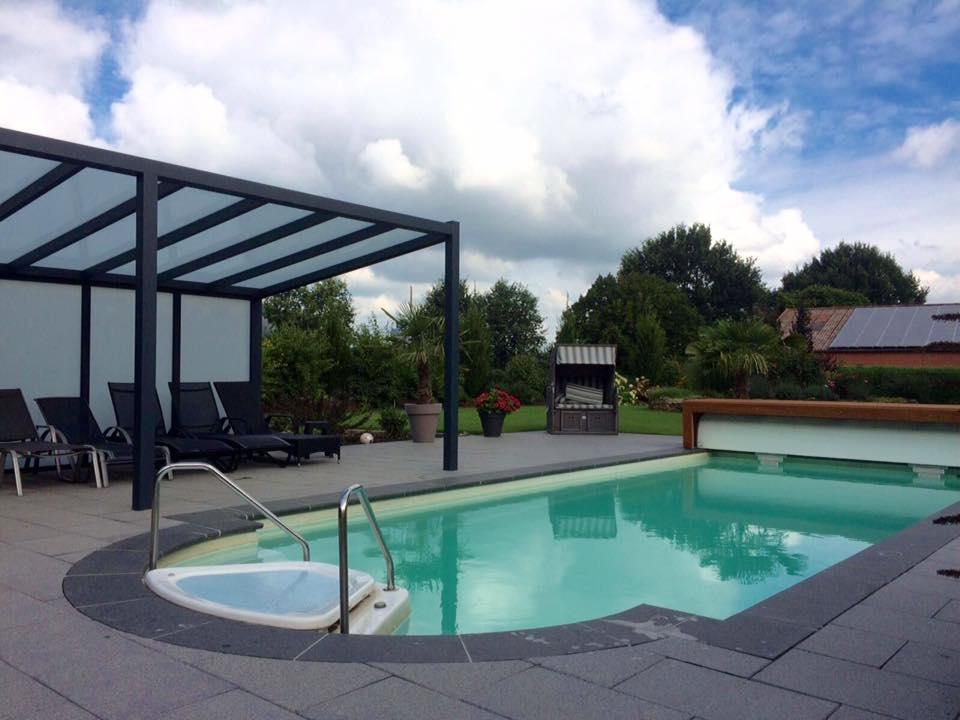 Wohlfühloase mit Pool im eigenen Garten
