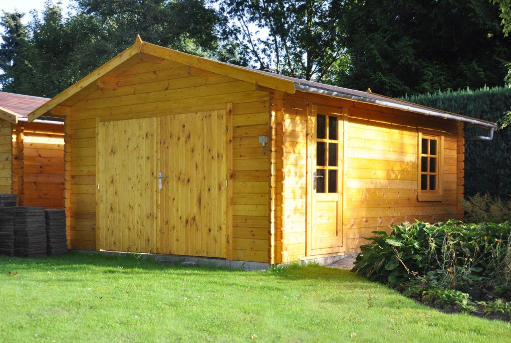 holzgarage als kompromiss zwischen carport und garage. Black Bedroom Furniture Sets. Home Design Ideas