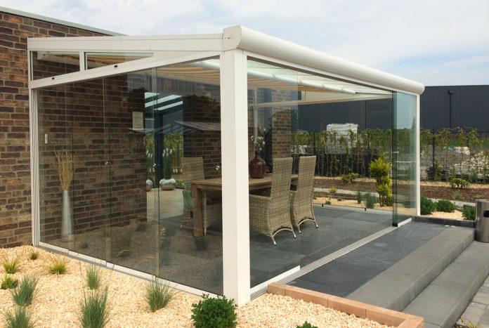 terrassendach zum ffnen glasschiebet ren glasschiebedach. Black Bedroom Furniture Sets. Home Design Ideas