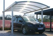 Rundbogen Carport mit transparentem Dach