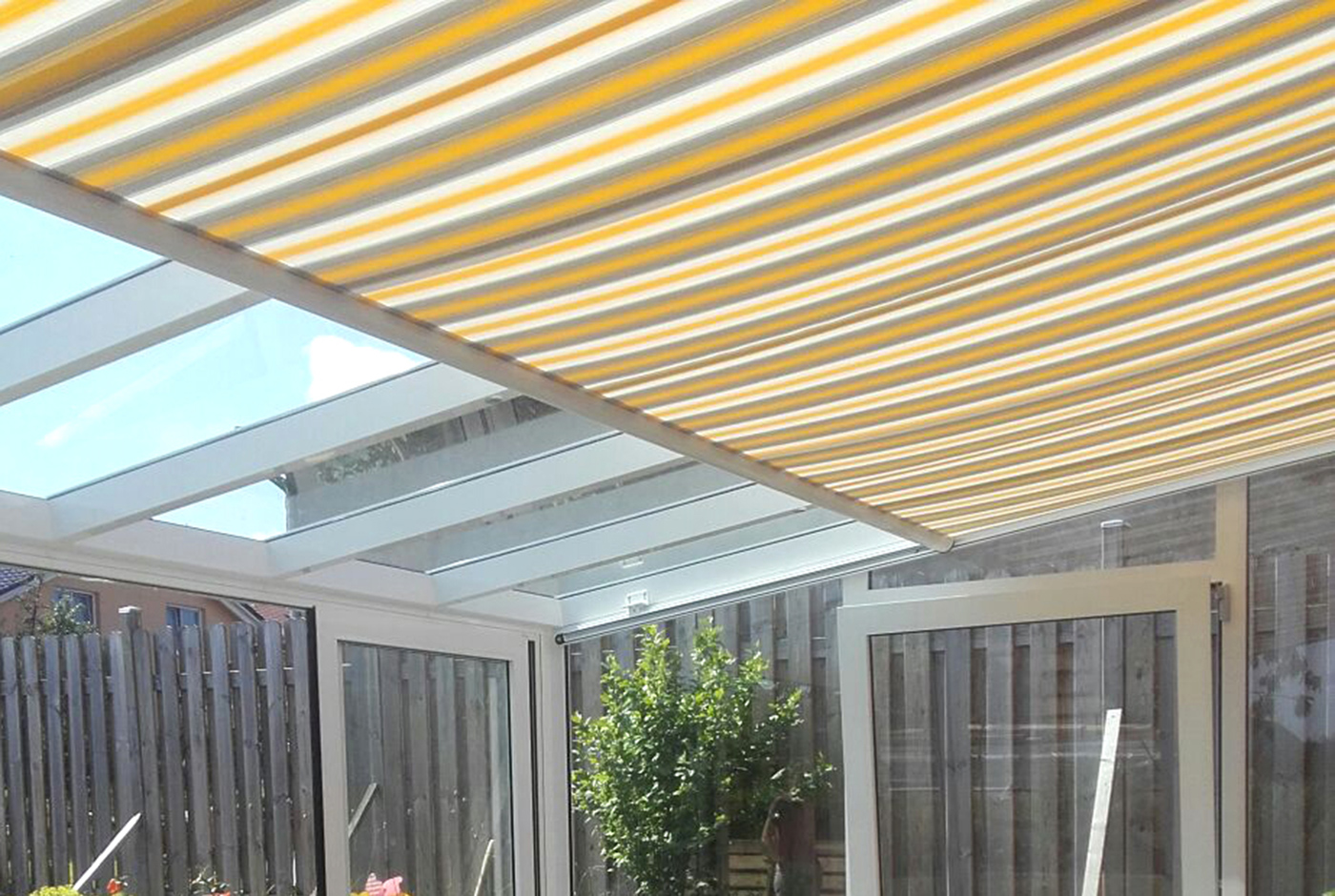 sonnenschutz f r die terrasse welche m glichkeiten gibt es. Black Bedroom Furniture Sets. Home Design Ideas