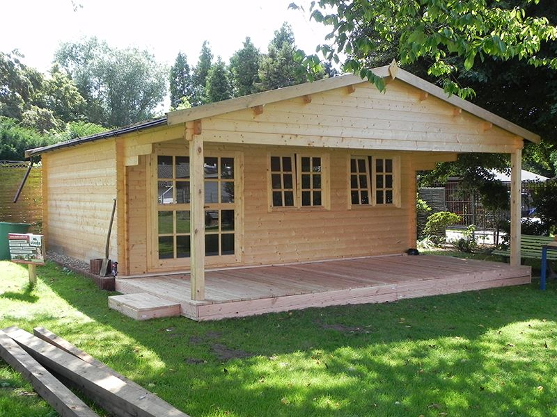 gartenhaus mit anbau vorne vor