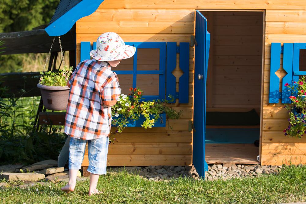 Ein Spielhaus im Garten für Kinder