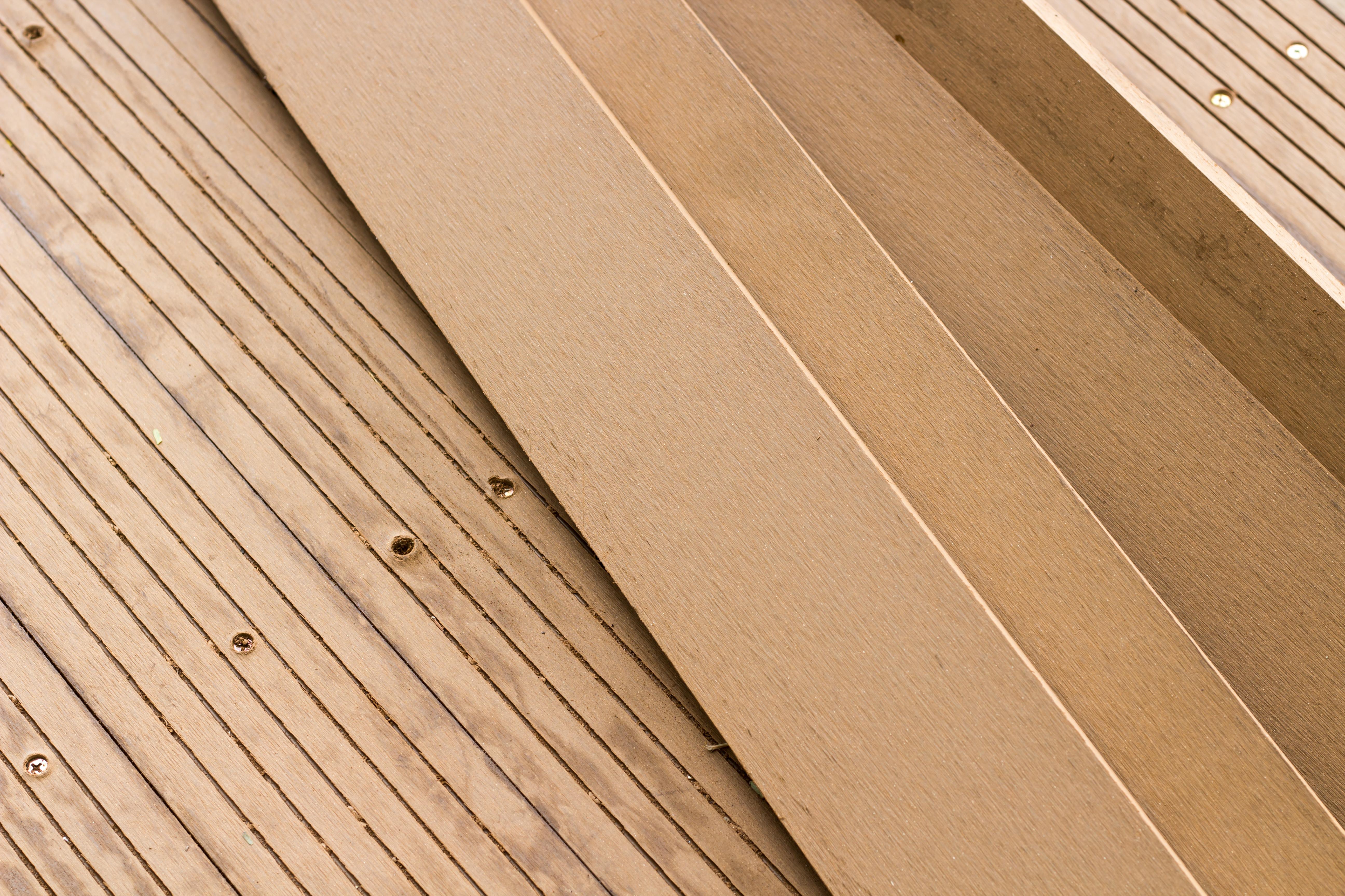 Holz als Bodenbelag für den Balkon