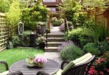 schöner Übergang von der Terrasse in den Garten