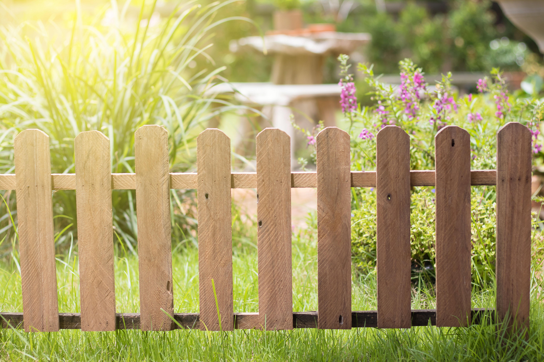 Das Loch im Zaun richtig reparieren – So muss das!