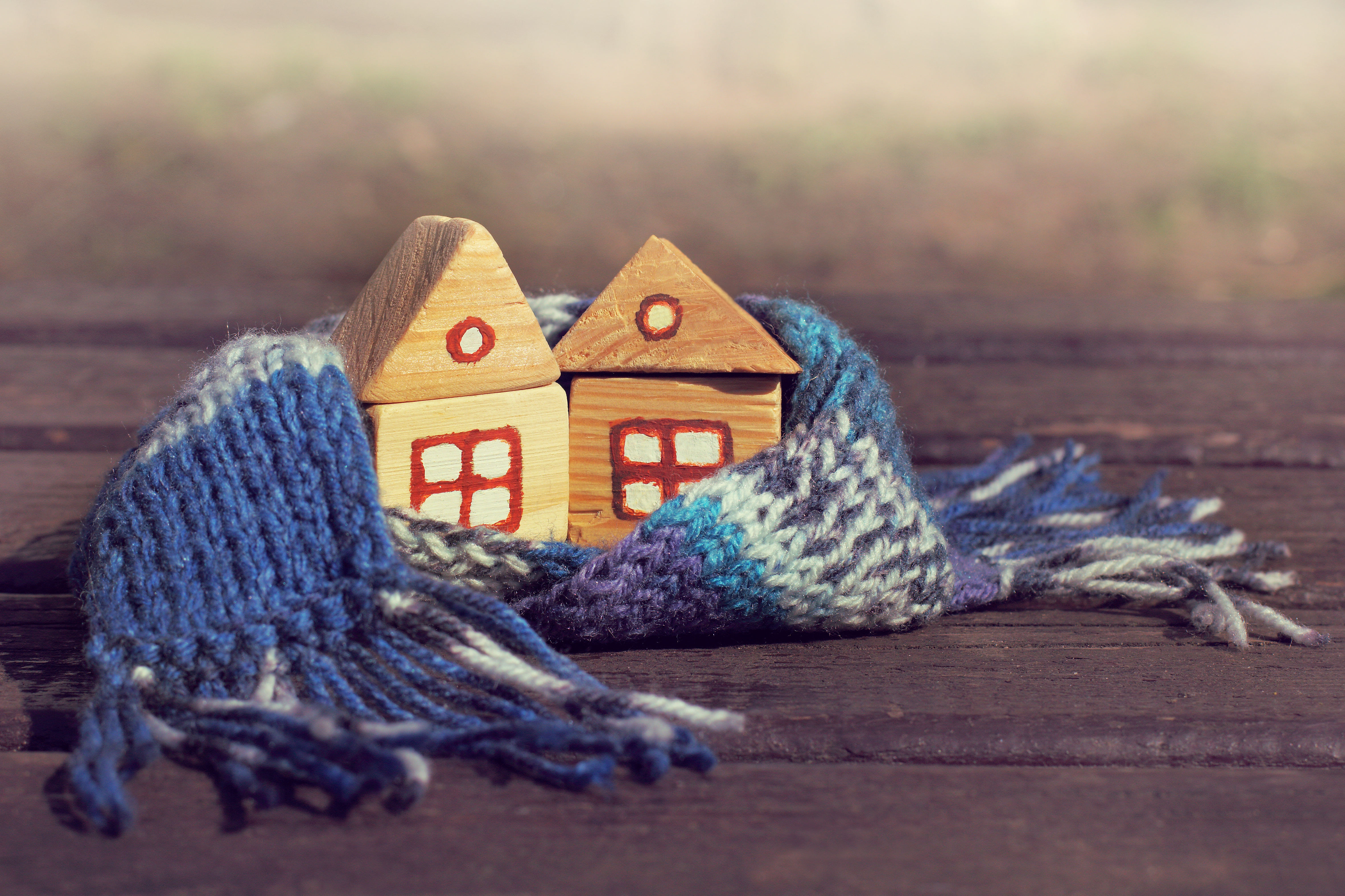 Häuser in einem Schaal, zur Herbstzeit