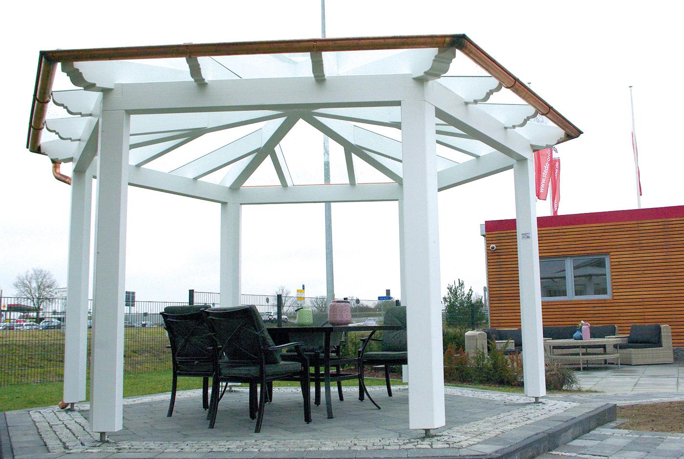 Gartenpavillon in weiß