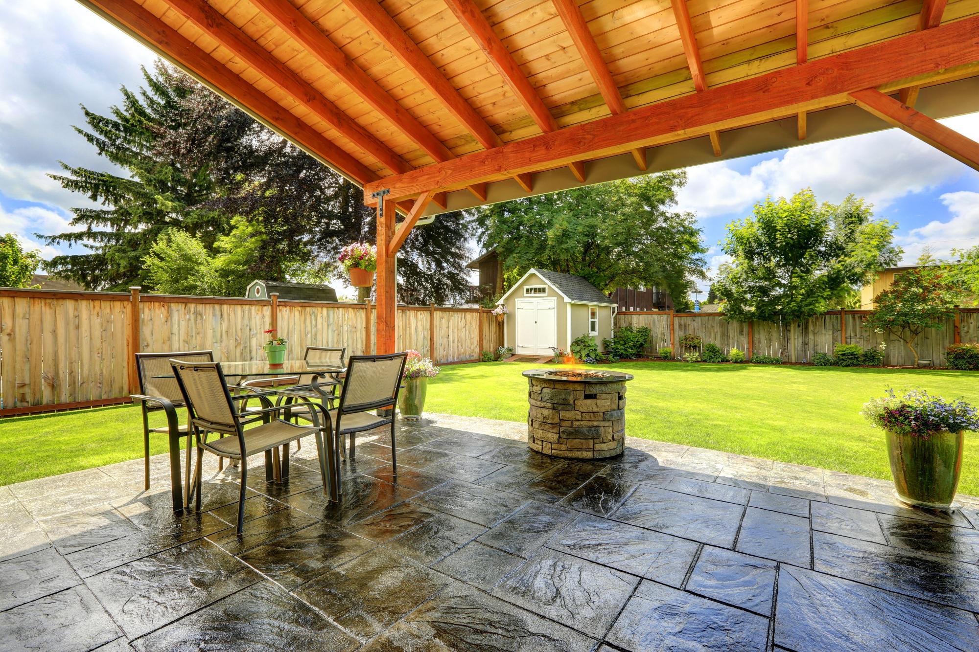 terrasse-mit-terrassenplatten