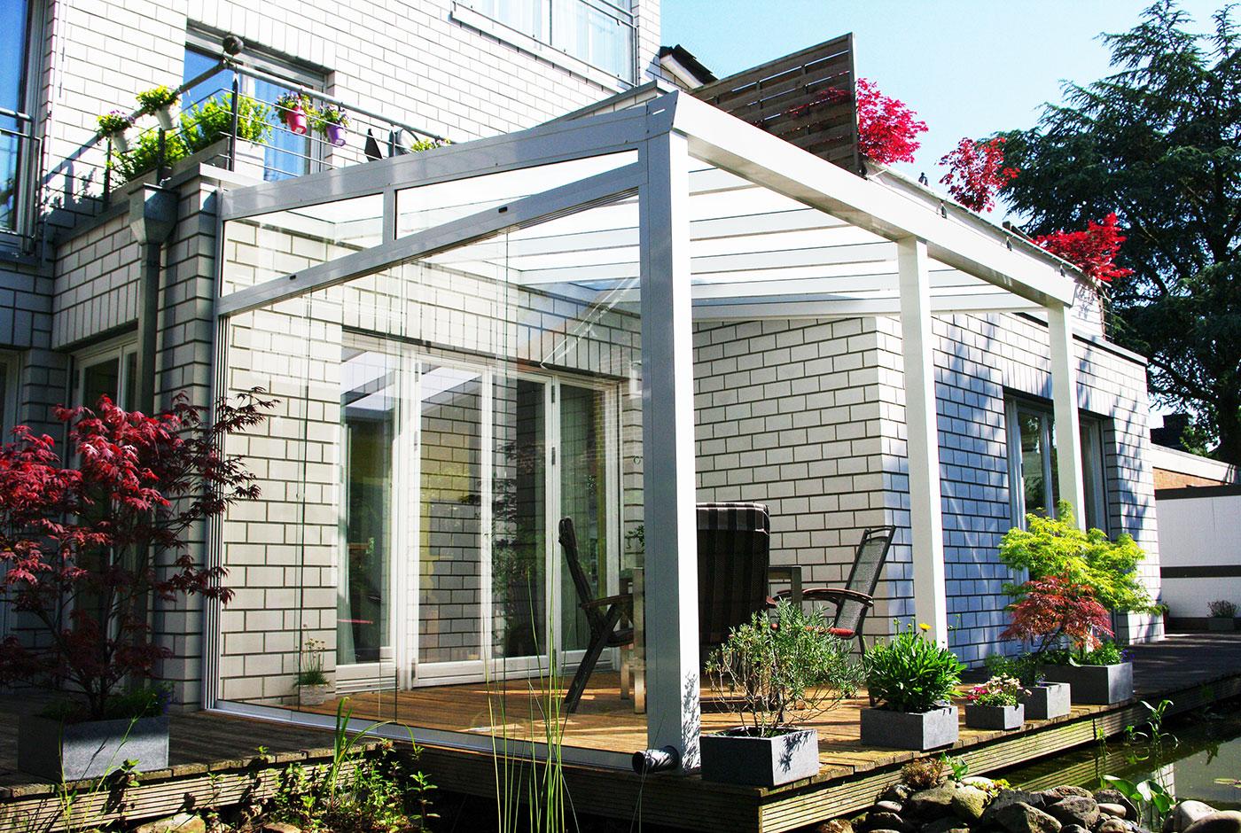 terrassenueberdachung-aluminium-wandanbau-weiß-gartenzimmer-teich - Kopie