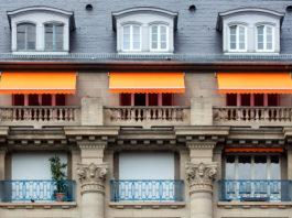 ueberstehende-markisen-balkone