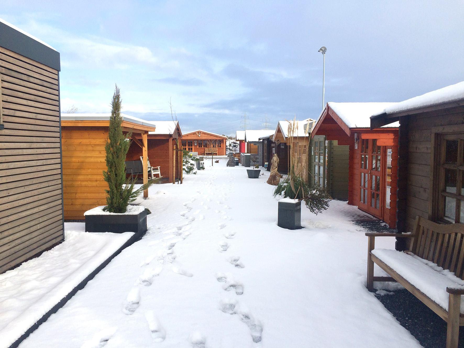 gartenmobel holz im winter drausen – denvirdev, Gartengerate ideen
