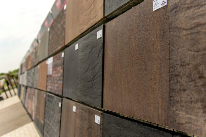 Terrassenplatten verschiedener Farben