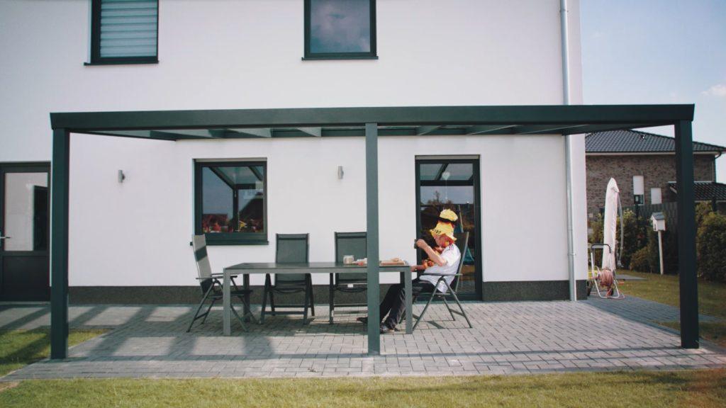 Alu-Terrassenüberdachung-gepflastert