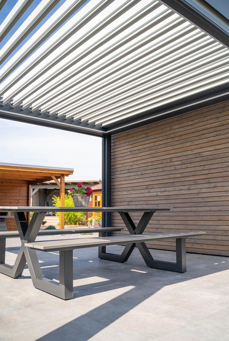 Terrasse mit Lamellendach