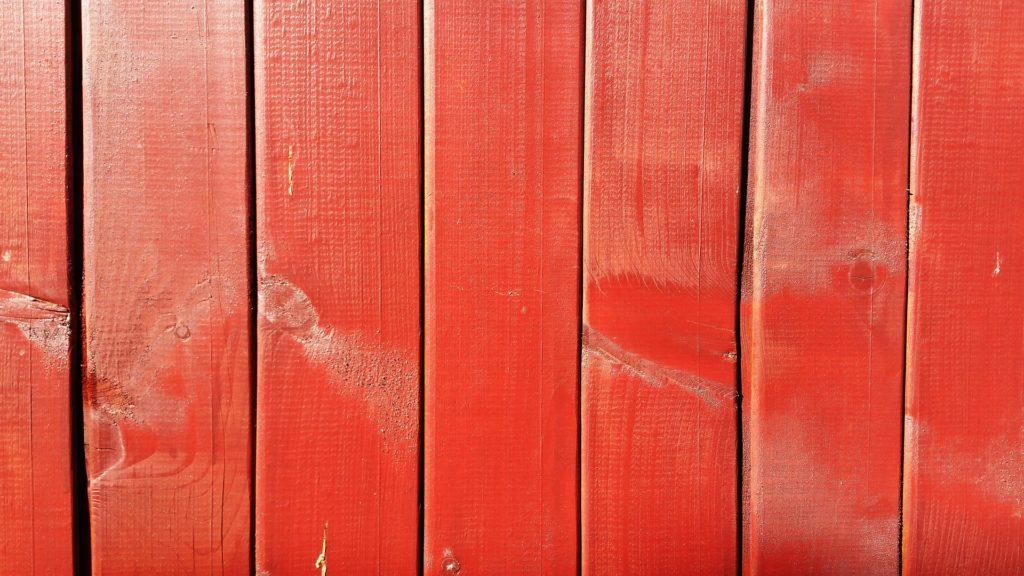 Farbiger, roter Holzlack