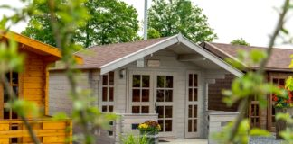 Gartenhaus mit Steingarten