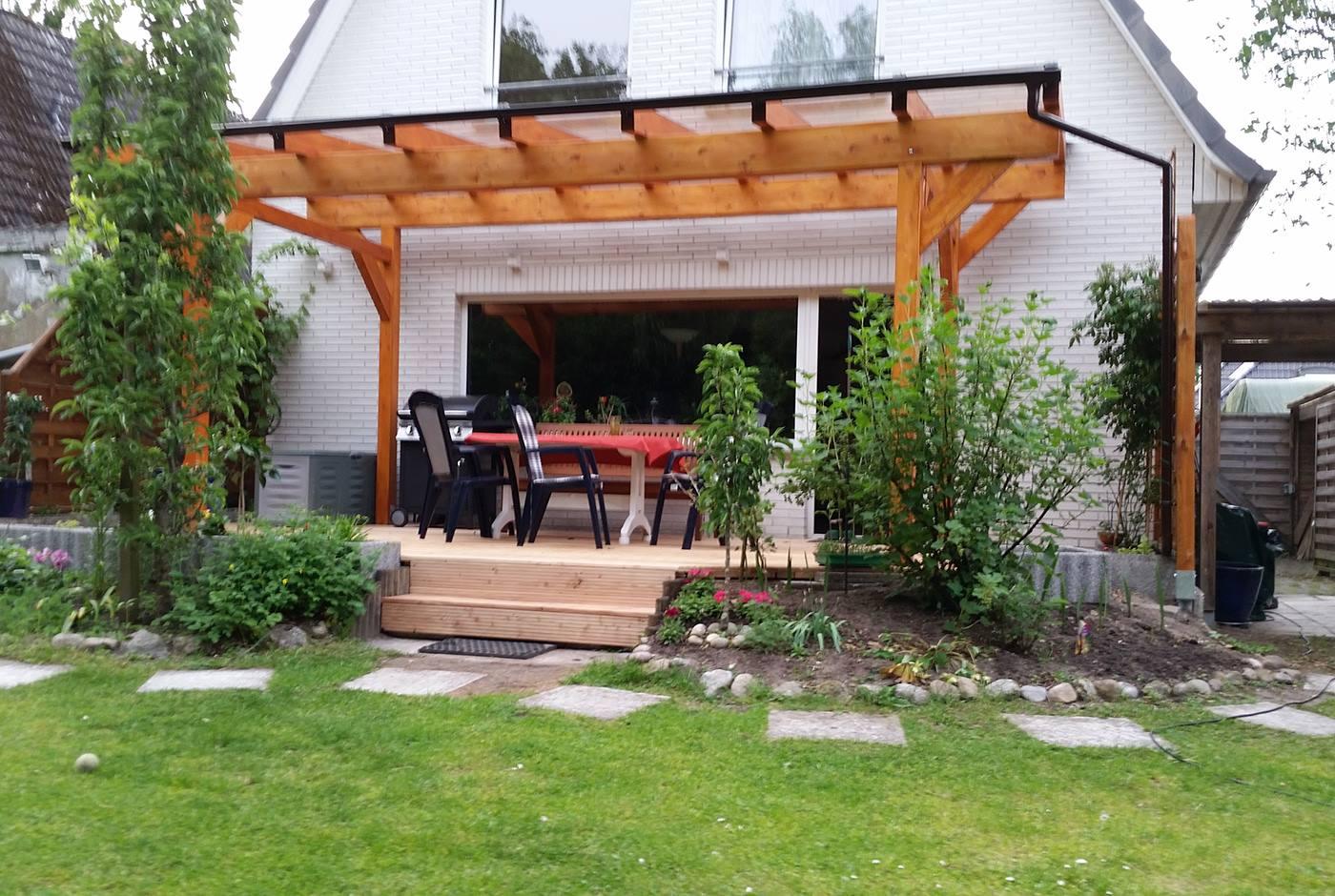 Erhöhte-Gartenterrasse-Holz