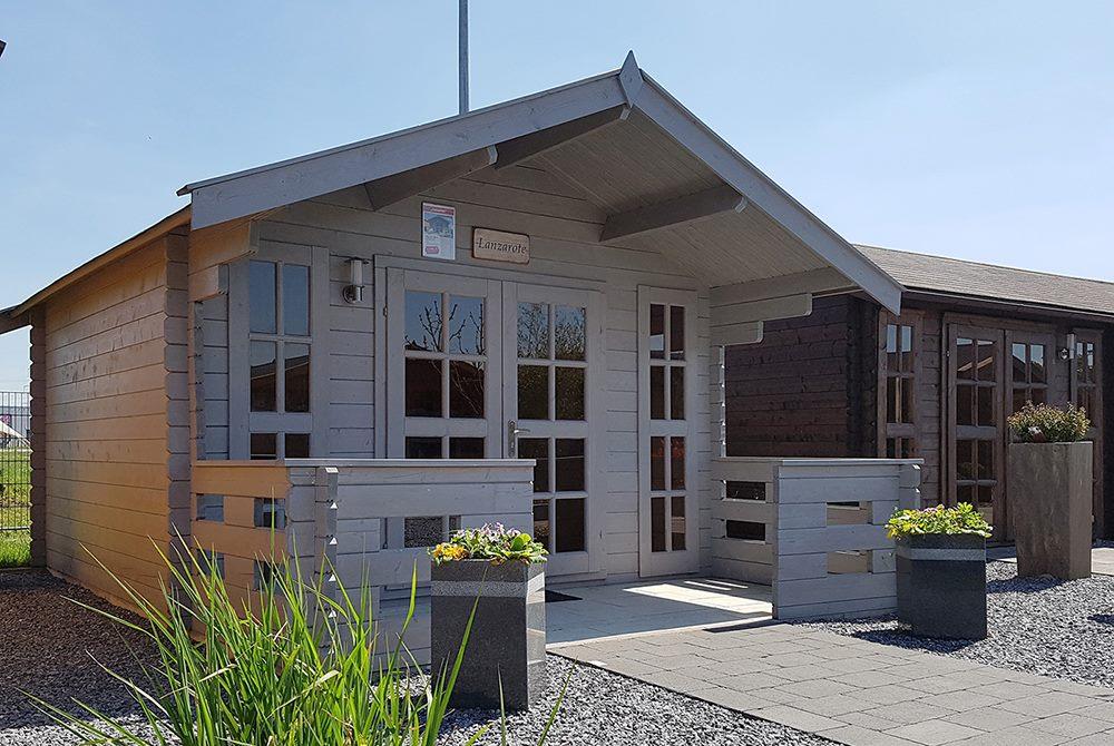 Grtenhaus grau mit Veranda und Strom