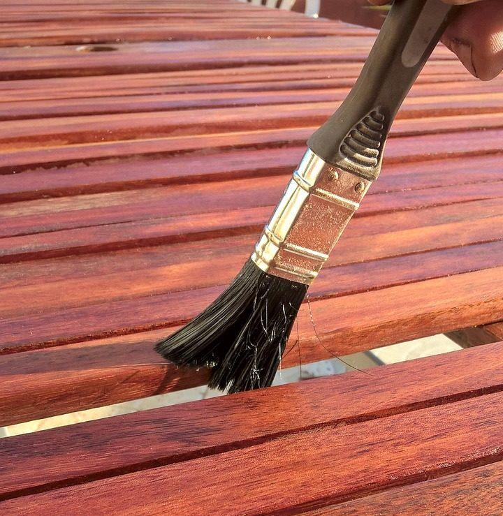 Holzlasur auf Holz auftragen