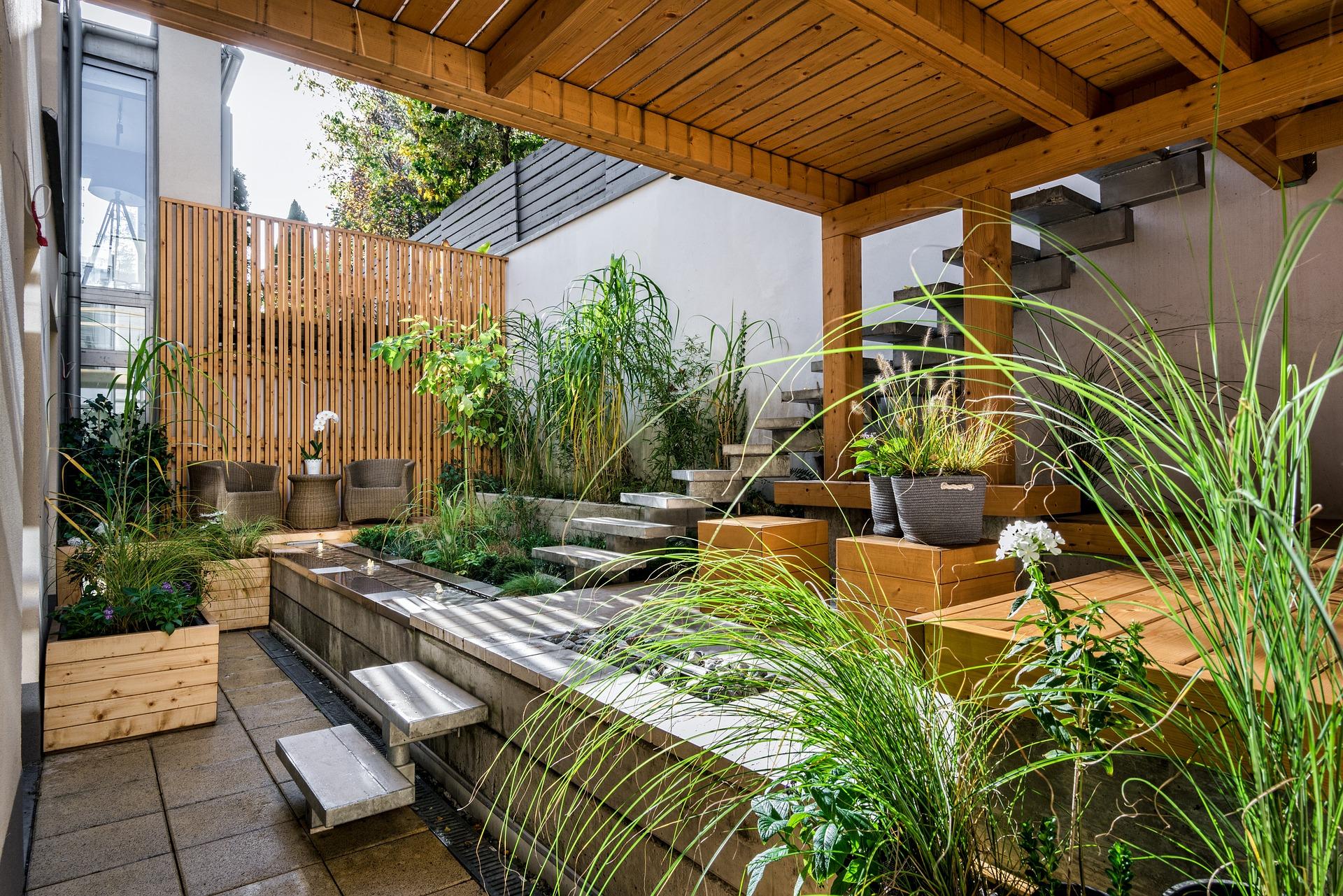 Erhöhte Terrasse: Luftiger Freisitz und erweiterter Wohnraum -