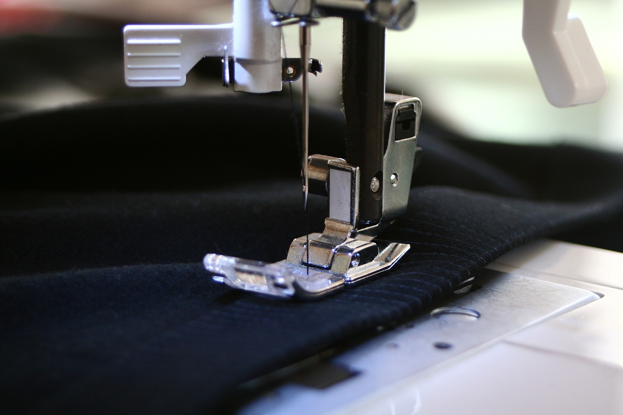 Nähmaschine-Nadel-Stoff