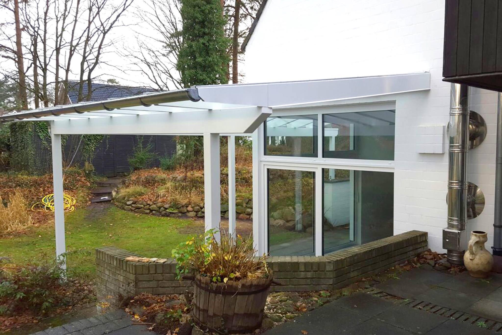 Terrassenüberdachung in weiß – so muss das!