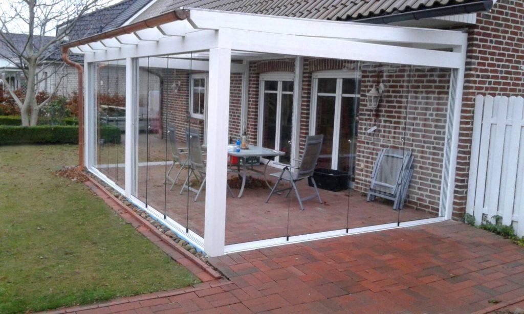 Terrassenüberdachung mit Sicherheitsglas in weiß