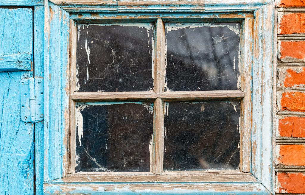altes-gartenhaus-renovieren-fenster