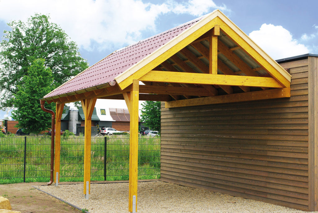 Carport aus Holz mit Satteldach