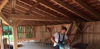 carport-selber-bauen-handwerker-bei-der-arbeit