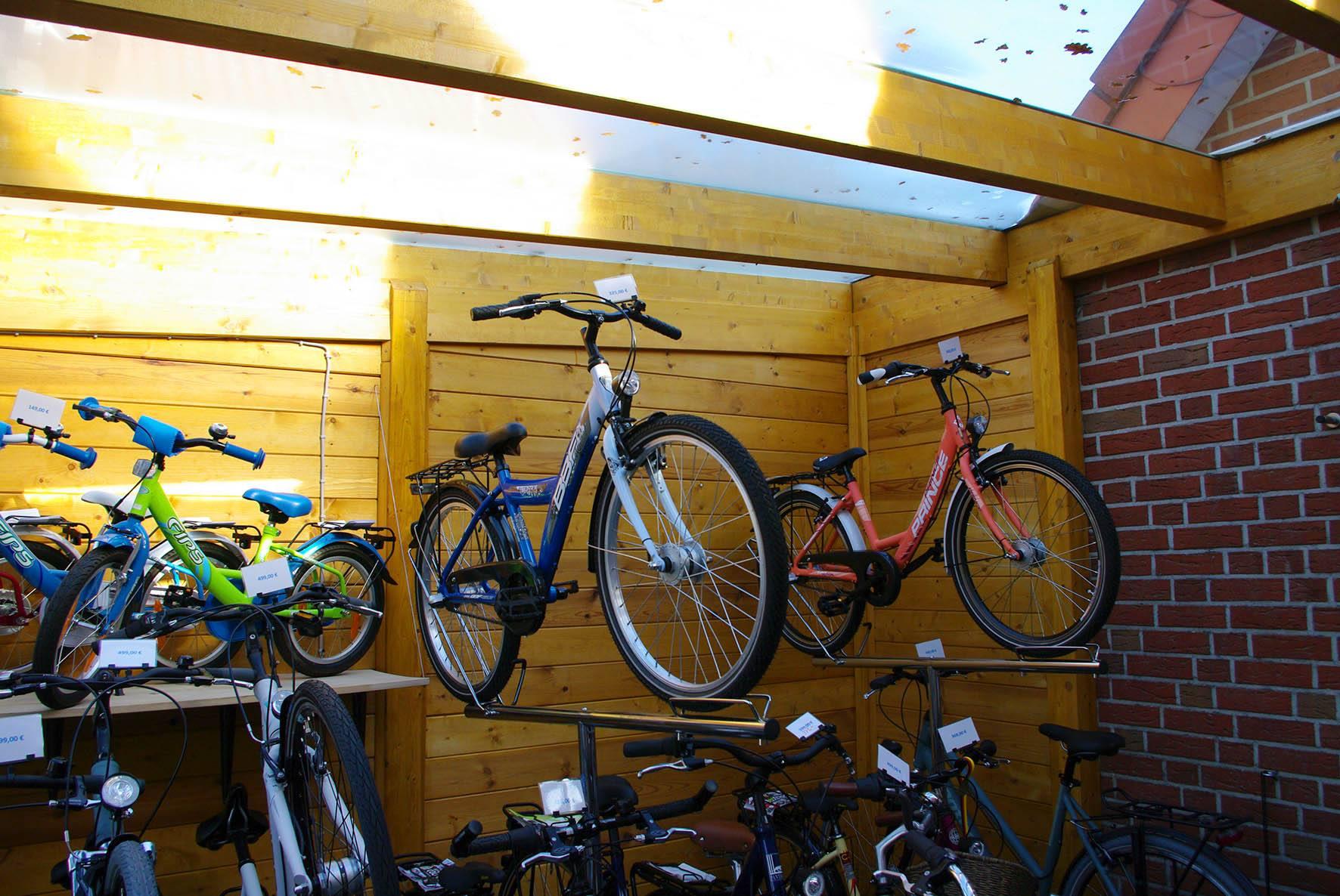 fahrrad aufbewahrung fahrradschuppen so bringen sie ihr fahrrad trocken und sicher unter