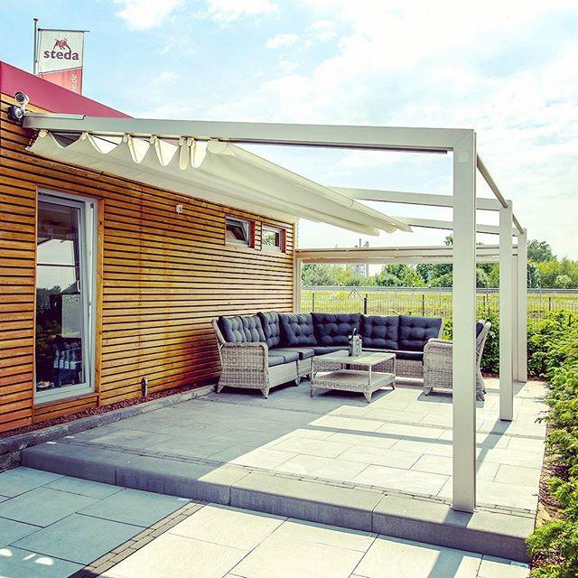 Faltanlage Als Mobiler Sonnenschutz Und Regenschutz Fur Die Terrasse