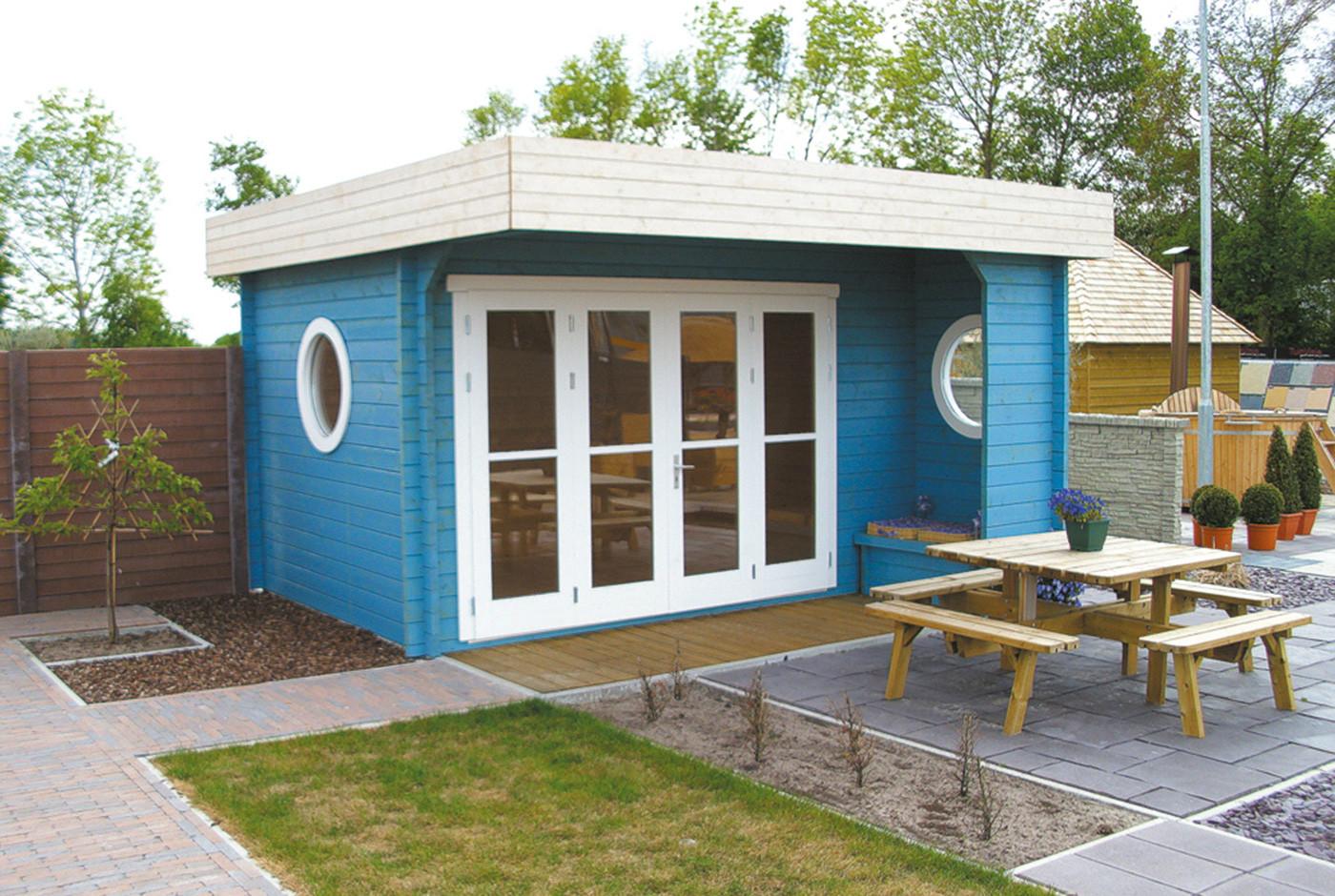 gartenhaus mit blauem anstrich frontal