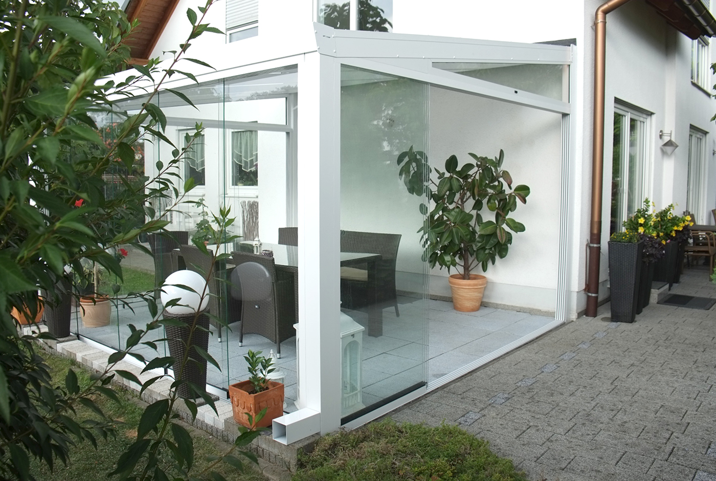 glasschiebewände terrassenüberdachung alu weiß