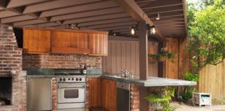 Outdoor Küche unter einer Terrassenüberdachung