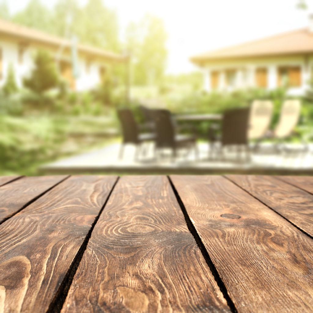 Behandelte Holzdielen auf der Terrasse