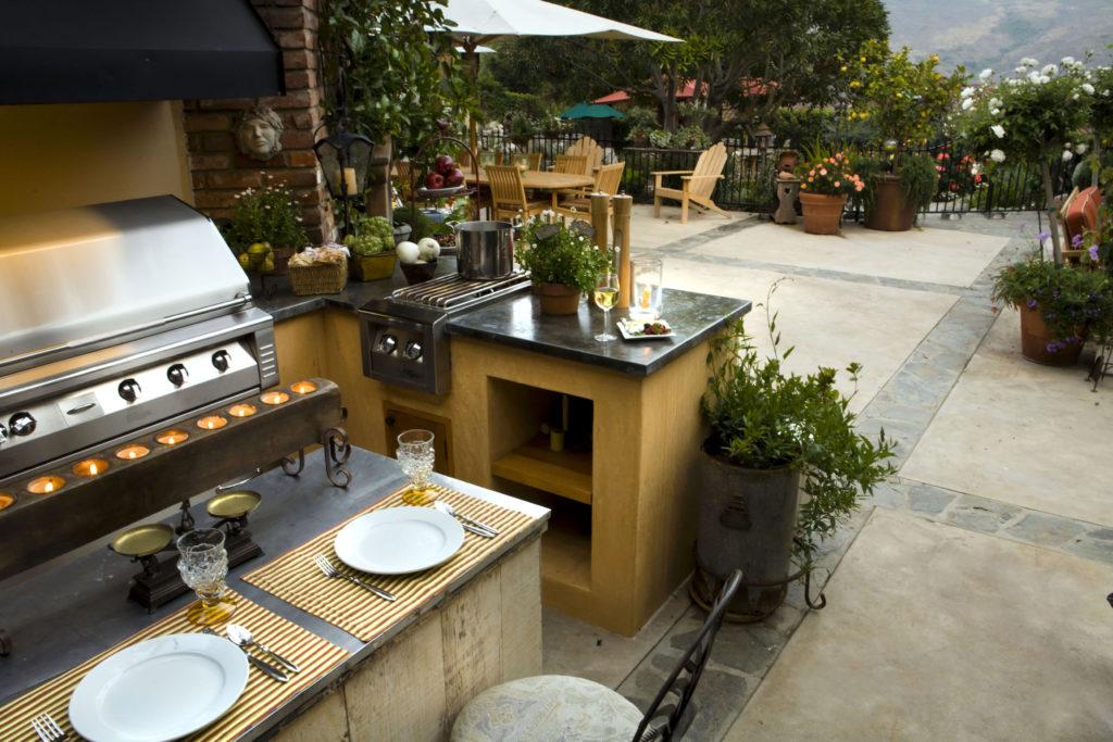 Outdoor Küche mit BBQ-Grill