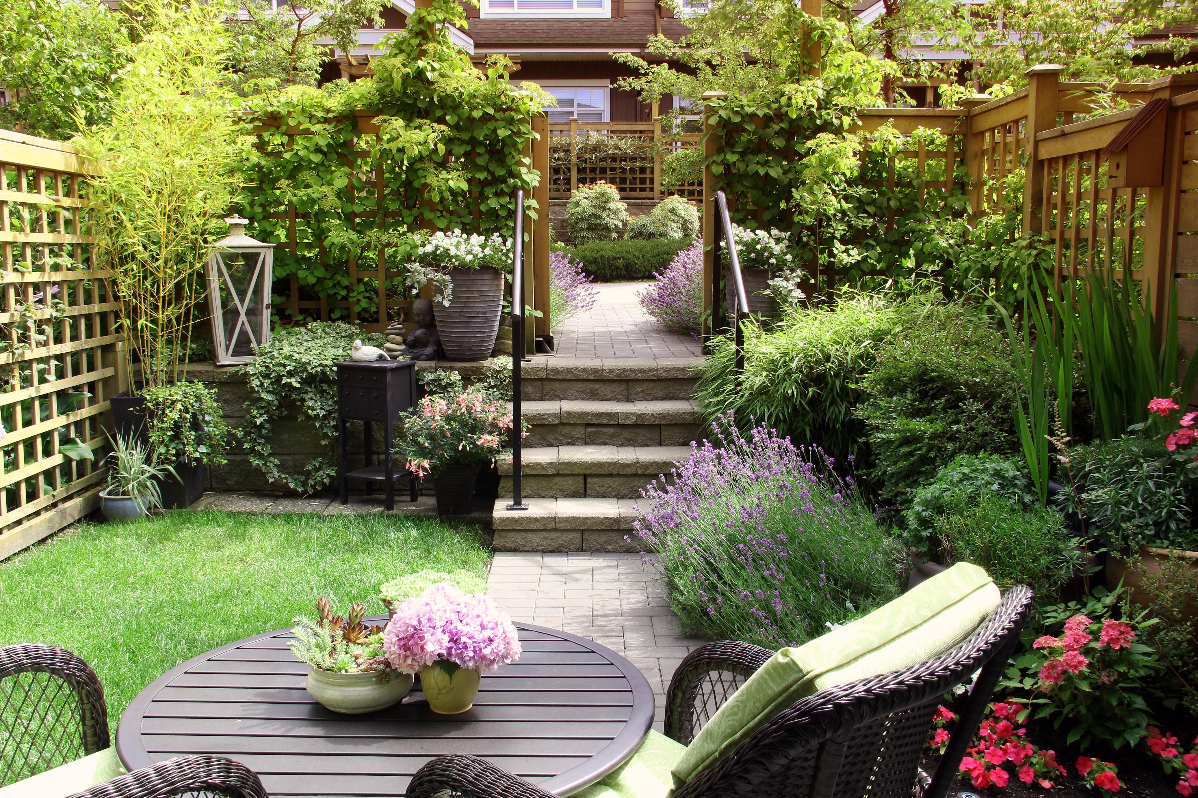 Von Der Terrasse In Den Garten So Gelingt Ein Schoner Ubergang