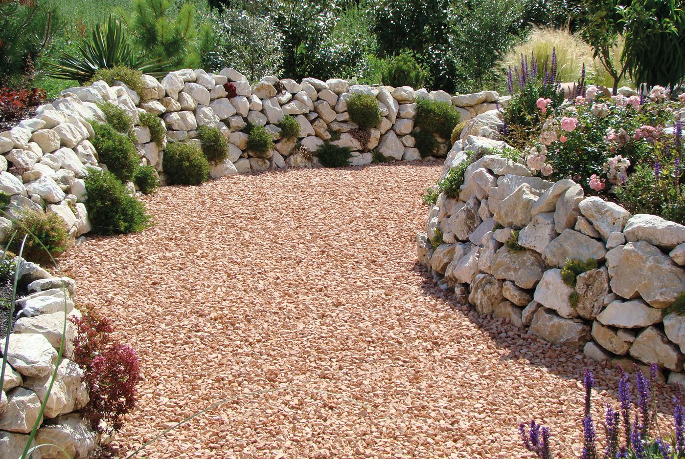 natursteinmauer bauen – ein sichtschutz wird zum hingucker