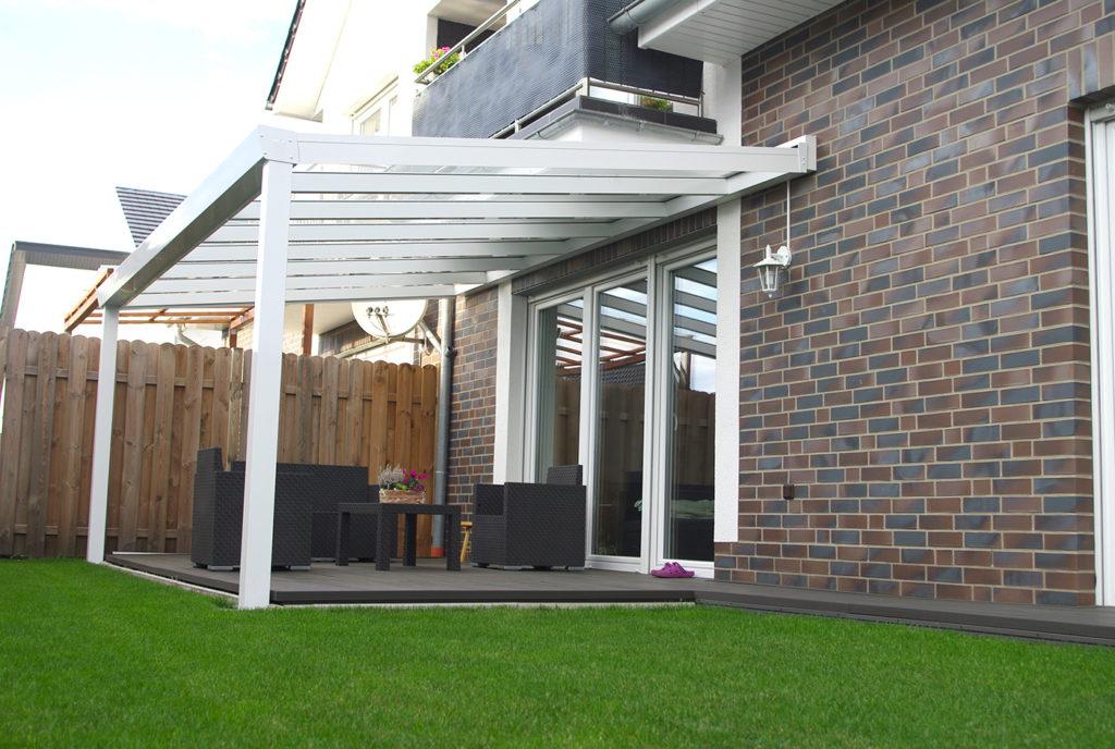 terrassenueberdachung-aluminium-wandanbau-2-pfosten-gigarinne