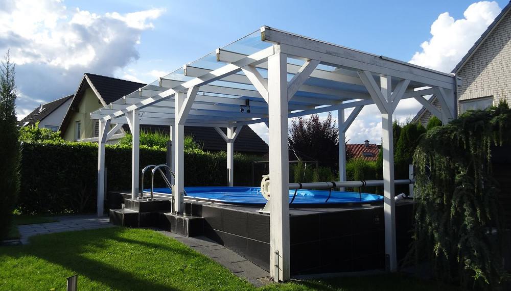 terrassenueberdachung-aus-plexiglas-von-steda-ueber-pool