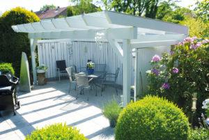 terrassenüberdachung mit bbq Grill als outdoor küche